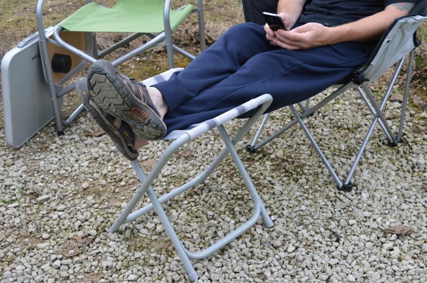 little-table-glyn-feet